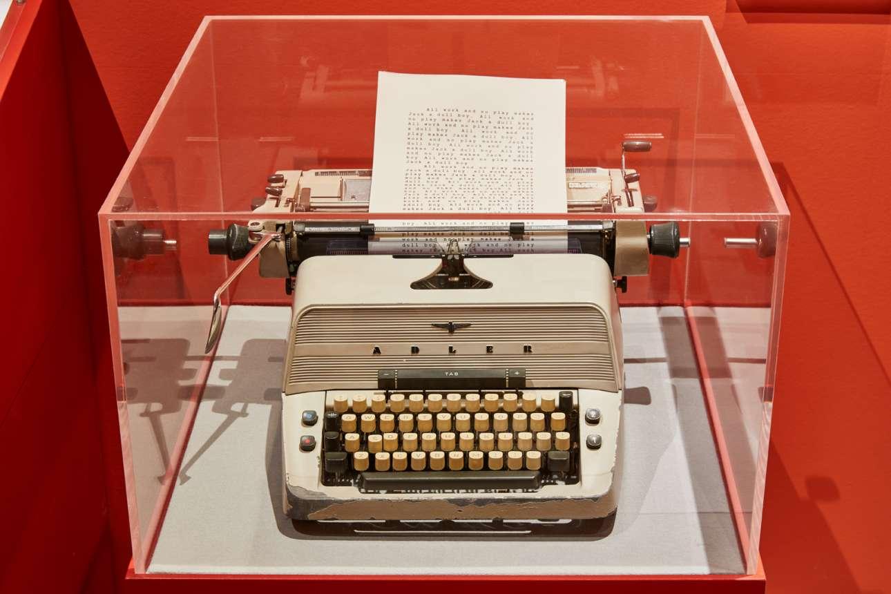 All work and no play makes Jack a dull boy... Η γραφομηχανή που χρησιμοποιούσε ο τρομακτικός Τζακ (Τζακ Νίκολσον) προσποιούμενος ότι εργάζεται, στην ταινία «Η Λάμψη»