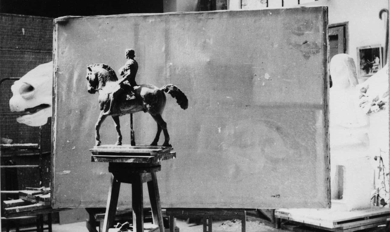 Γύψινη μελέτη για το γλυπτό του Μεγάλου Αλεξάνδρου. Ο Παππάς περνούσε ατέλειωτες ώρες στο εργαστήριό του (Φωτογραφία Γιάννη Παππά)