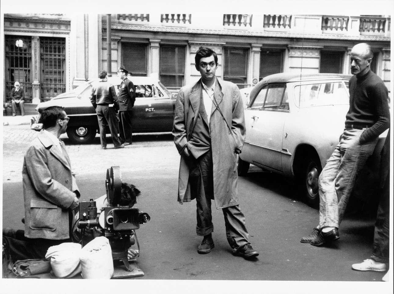 Ενας νεαρός Κιούμπρικ στη Νέα Υόρκη για τα γυρίσματα της ταινίας «Killer's Kiss», το 1955