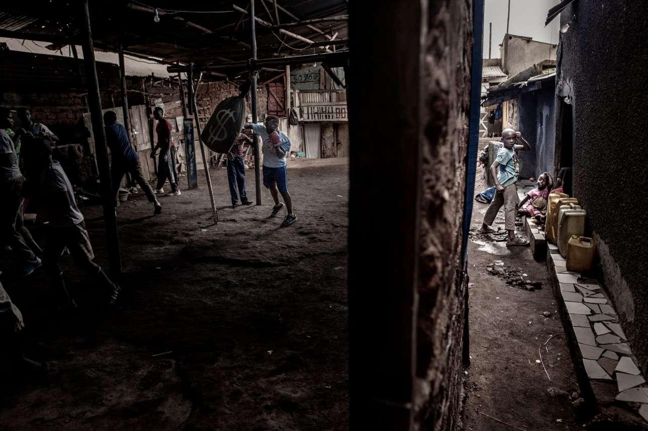 Nικητής στην κατηγορία Σπορ. Η Μορίν Ατζάμπο, μητέρα εφτά παιδιών, προπονείται στην παραγκούπολη Katanga στην Καμπάλα της Ουγκάντα