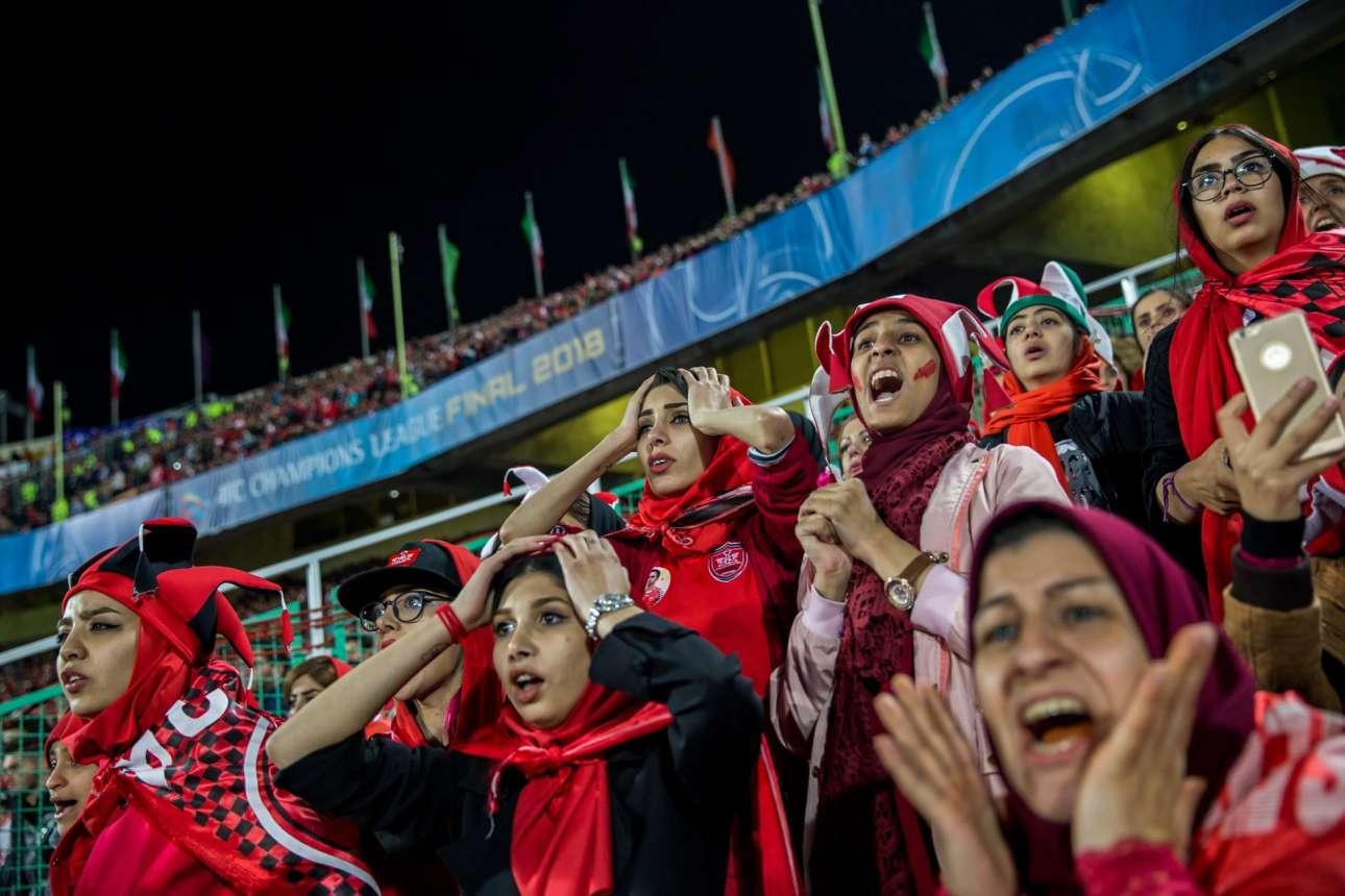 Nικητής στην κατηγορία Σπορ (Ιστορίες). Αντιδράσεις καθώς η ιρανική ομάδα Περσέπολη χάνει μια ευκαιρία στην αντεπίθεση -κατά τη διάρκεια του τελικού αγώνα του πανασιατικού πρωταθλήματος γυναικών- με την ομάδα της Ιαπωνίας Κασίμα Αντλερς