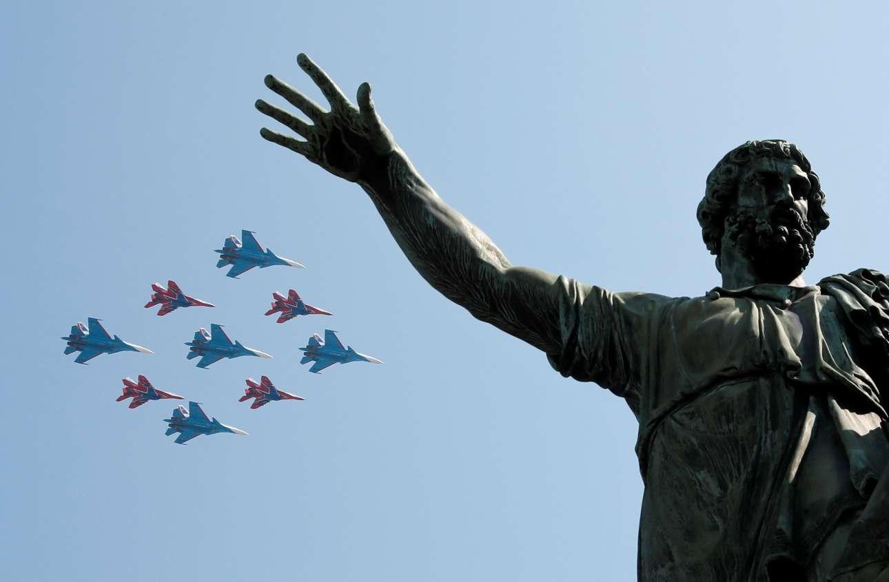 Τρίτη, 7 Μαΐου, Ρωσία. Στιγμιότυπο από τη γενική πρόβα στη Μόσχα για την στρατιωτική παρέλαση για την Ημέρα Νίκης του Κόκκινου Στρατού και την ήττα των ναζιστικών στρατευμάτων.