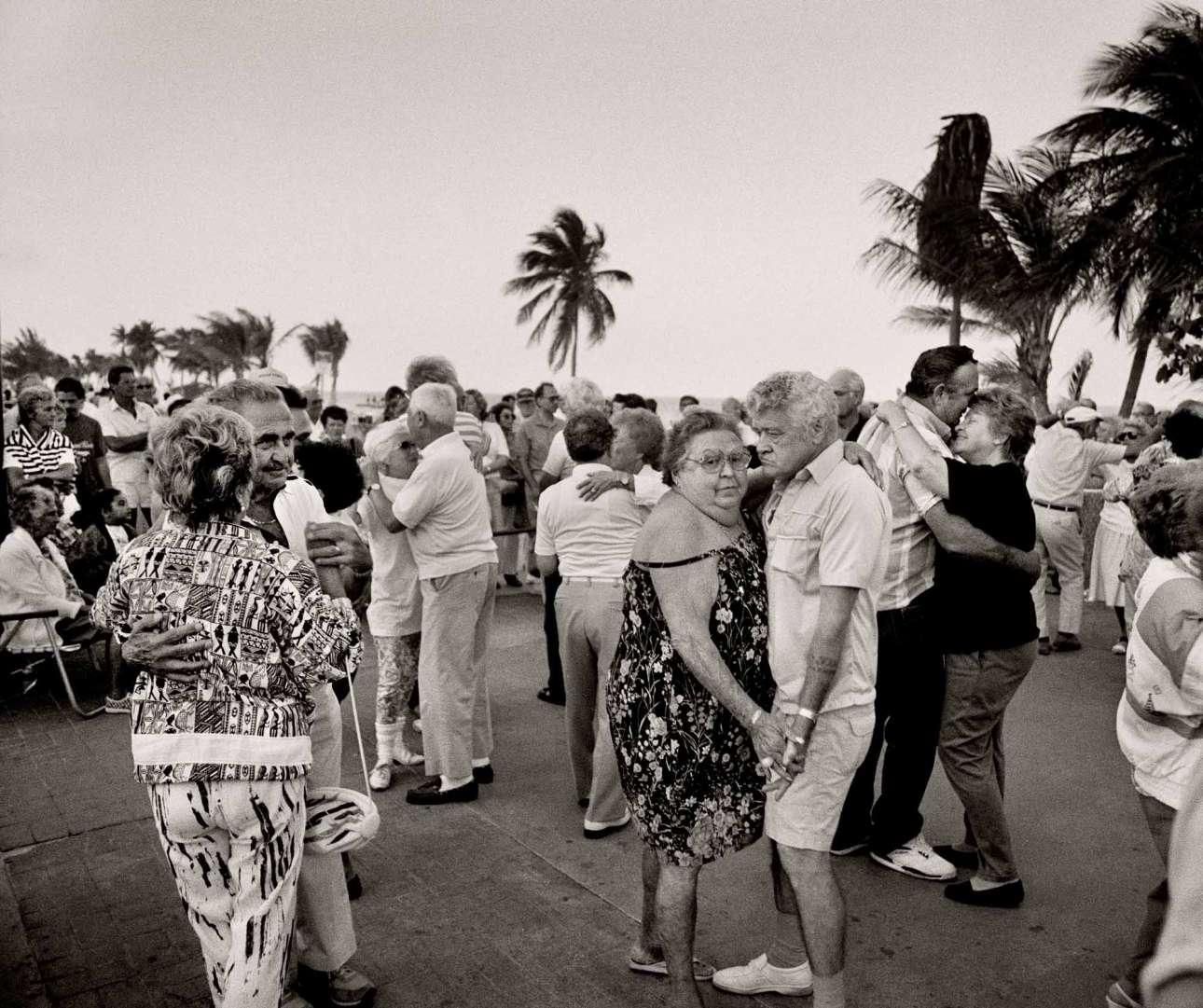 Σαββατιάτικος απογευματινός χορός στην παραλία Χόλιγουντ, 1990