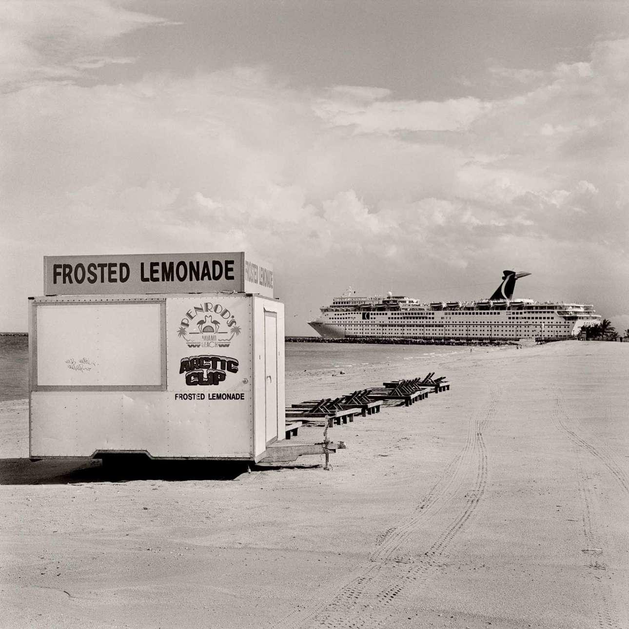 Κρουαζιερόπλοιο αναχωρεί από το λιμάνι του Μαϊάμι, 1988