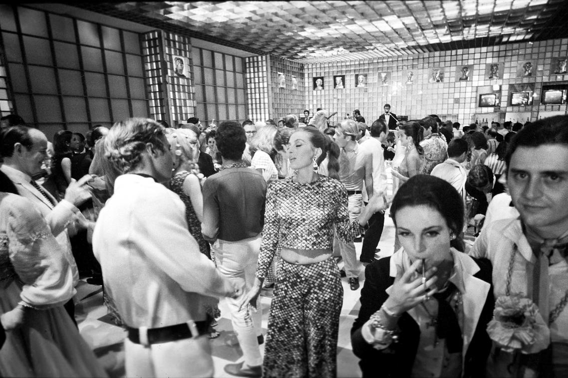Η γαλλίδα ηθοποιός και μοντέλο Καπισίν διασκεδάζει σε ένα πάρτι στη Ρώμη