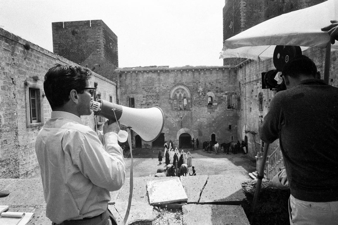 Ο Πιέρ Πάολο Παζολίνι στα γυρίσματα της αριστουργηματικής ταινίας «Το Κατά Ματθαίον Ευαγγέλιο», το 1964