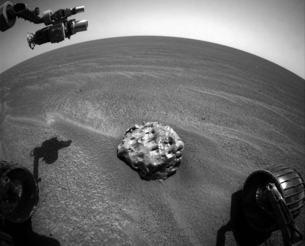 Εναν μετεωρίτη στην επιφάνεια του Αρη απαθανάτισε τον Ιανουάριο του 2005 το Rover της ΝΑΣΑ. Πρόκειται για τον πρώτο μετεωρίτη που εντοπίζεται πρώτη φορά σε οποιονδήποτε πλανήτη. Ονομάστηκε Βράχος Θερμικής Ασπίδας