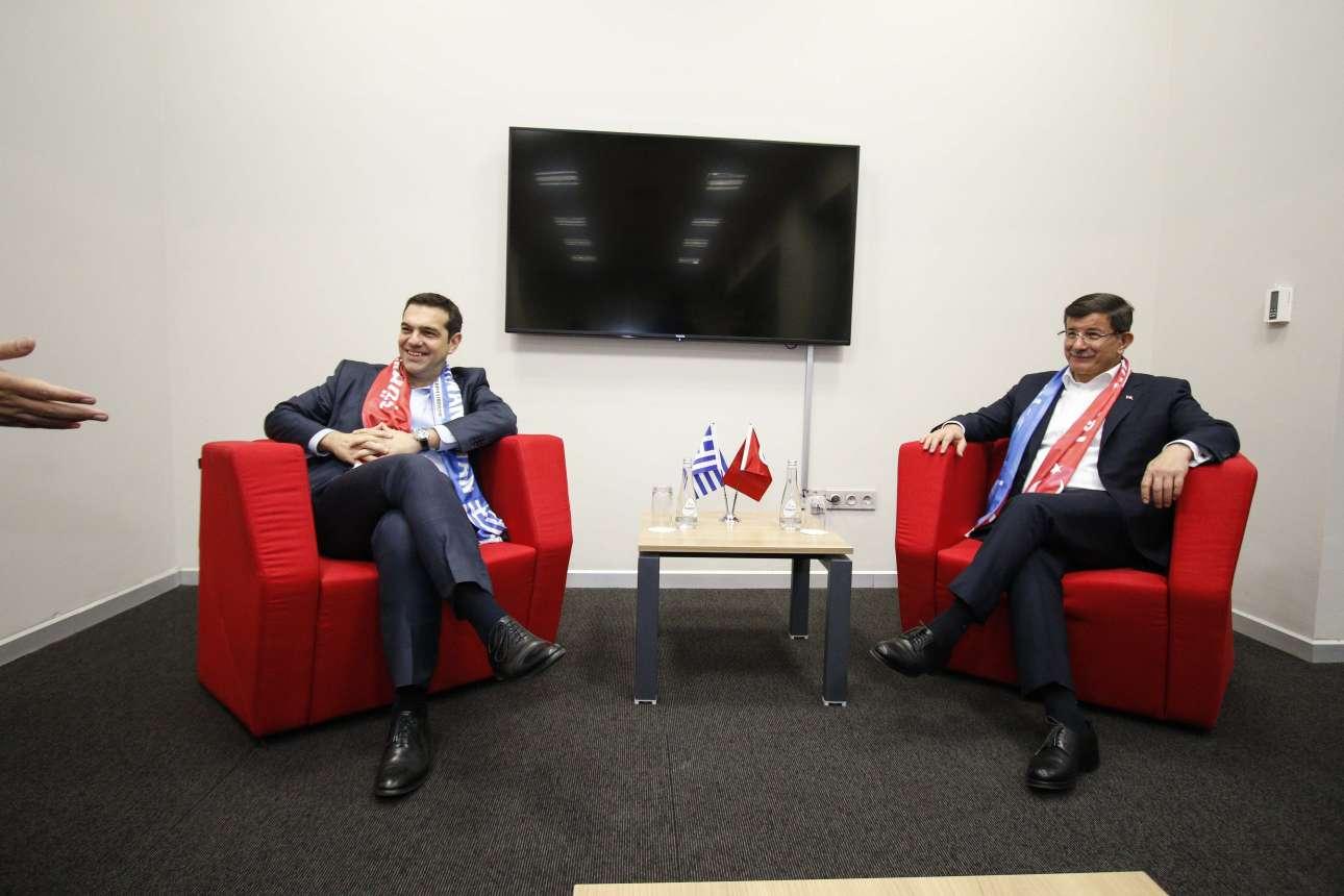 Νοέμβριος 2015. Με τον Αχμέτ Νταβούτογλου, τότε πρωθυπουργό της Τουρκίας, στο περιθώριο του ποδοσφαιρικού αγώνα Τουρκία - Ελλάδα στην Κωνσταντινούπολη
