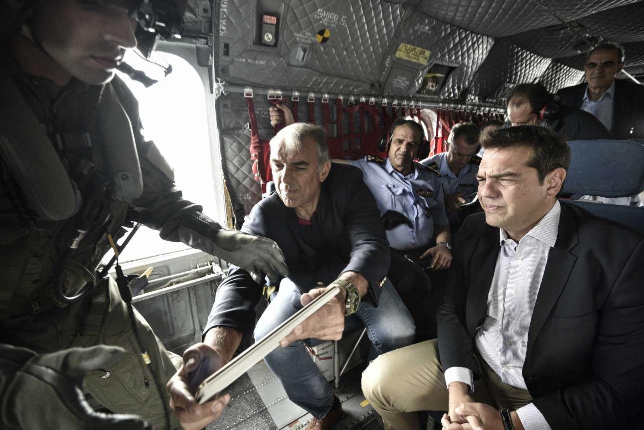 Σεπτέμβριος 2016. Φωτογραφίζεται σε ελικόπτερο Σινούκ το οποίο θα τον μεταφέρει στη Θάσο για να επιθεωρήσει τις πυρόπληκτες περιοχές