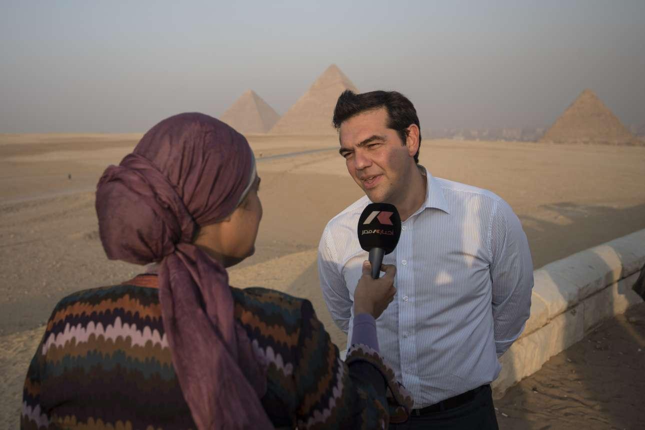 Οκτώβριος 2016. Στο περιθώριο της τριμερούς Ελλάδας - Αιγύπτου - Κύπρου στο Κάιρο, δίνει συνέντευξη στην αιγυπτιακή τηλεόραση με φόντο τις πυραμίδες