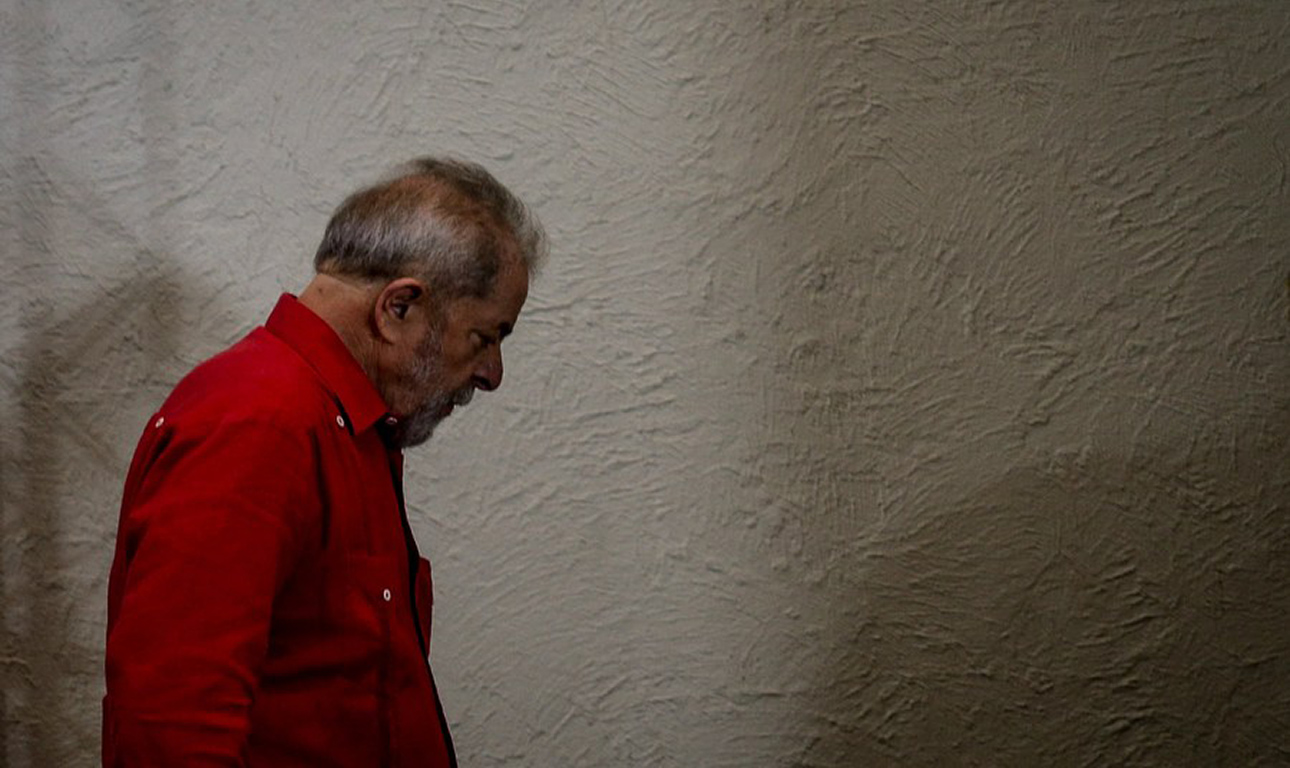 97beb4e4b Ο πρώην πρόεδρος της Βραζιλίας Λουίς Ινάσιο Λούλα ντα Σίλβα εξακολουθεί να  αντικρούει τις θεωρίες που τον συνδέουν με την πρώην πρόεδρο Ντίλμα Ρούσεφ  και με ...