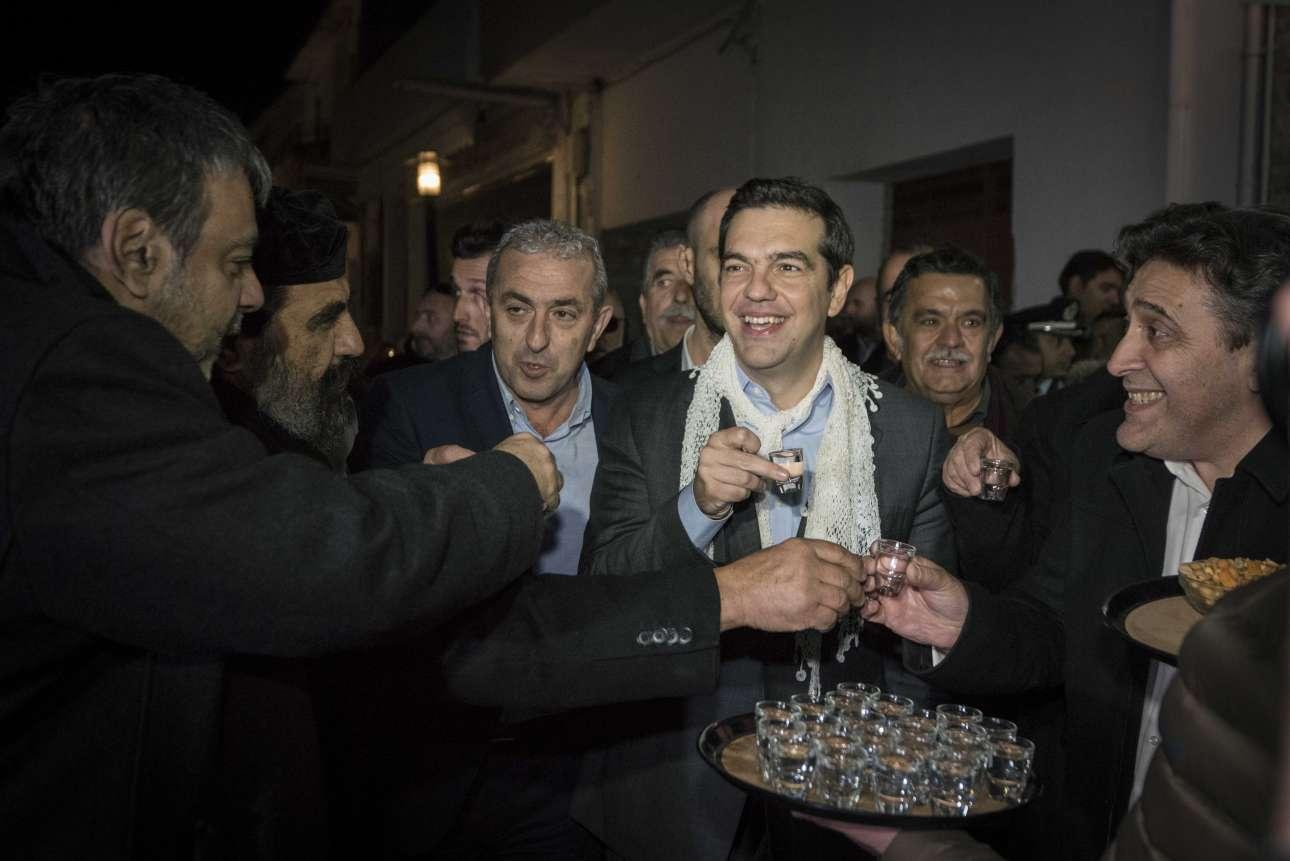 Δεκέμβριος 2016. Φοράει ένα κρητικό μαντίλι και γίνεται δεκτός με τσικουδιές στο Ηράκλειο
