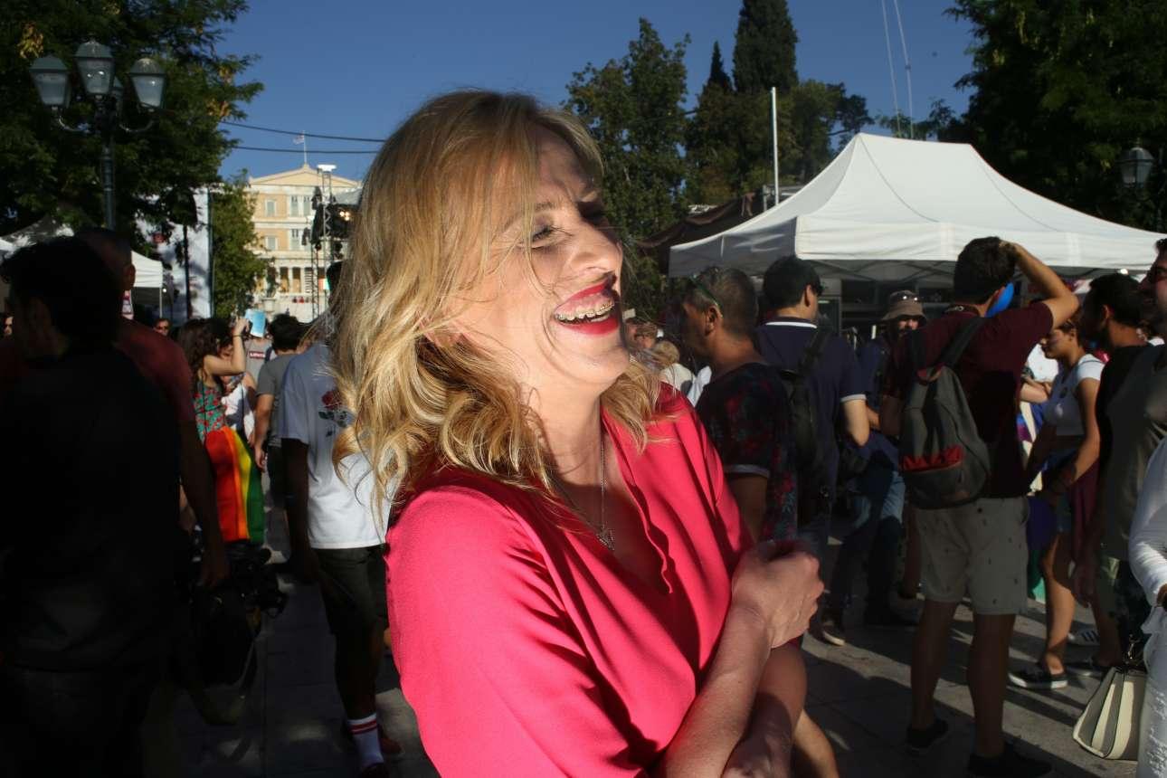 Ιούνιος 2018. Η Περιφερειάρχης Αττικής απολαμβάνει τη συμμετοχή της στο Athens Pride