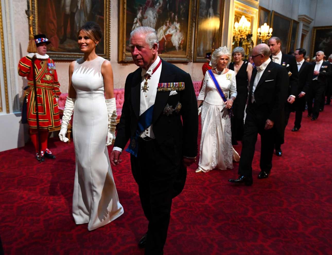 Η Μελάνια Τραμπ, ο πρίγκιπας Κάρολος, η Καμίλα και άλλοι εκλεκτοί καλεσμένοι προσέρχονται στο δείπνο