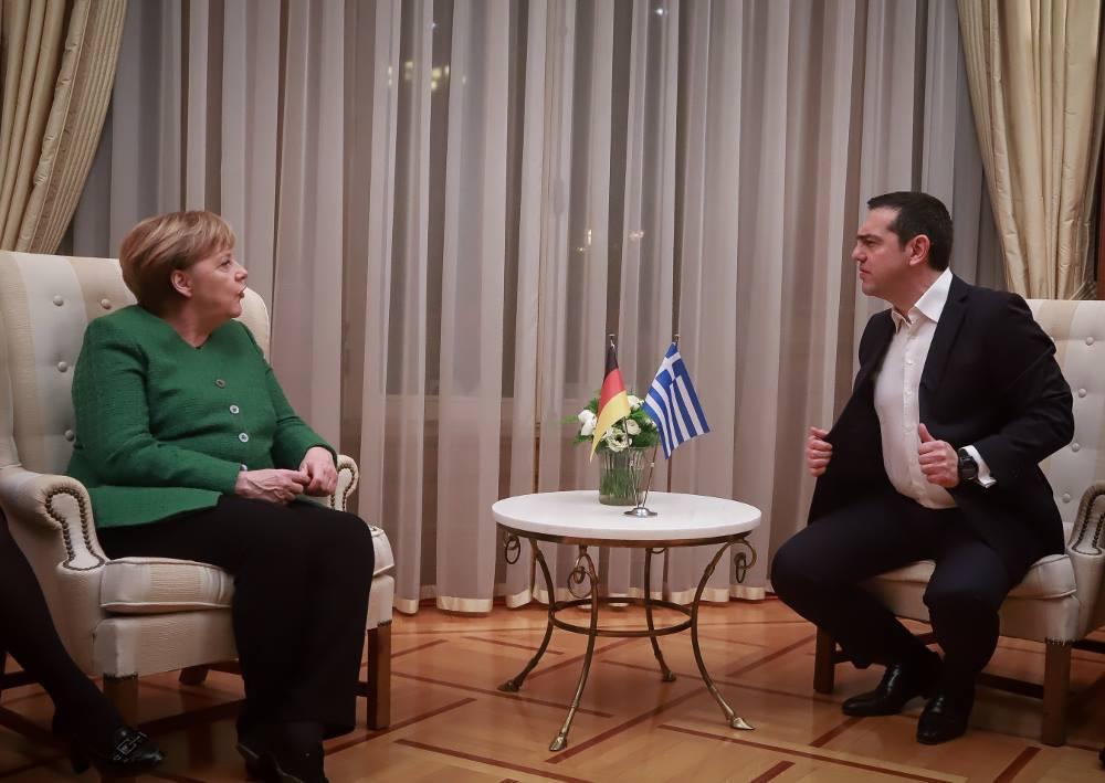 Ιανουάριος 2019. Σε ένα χαρακτηριστικό στιγμιότυπο από τη συνάντησή του με την Ανγκελα Μέρκελ στο Μαξίμου