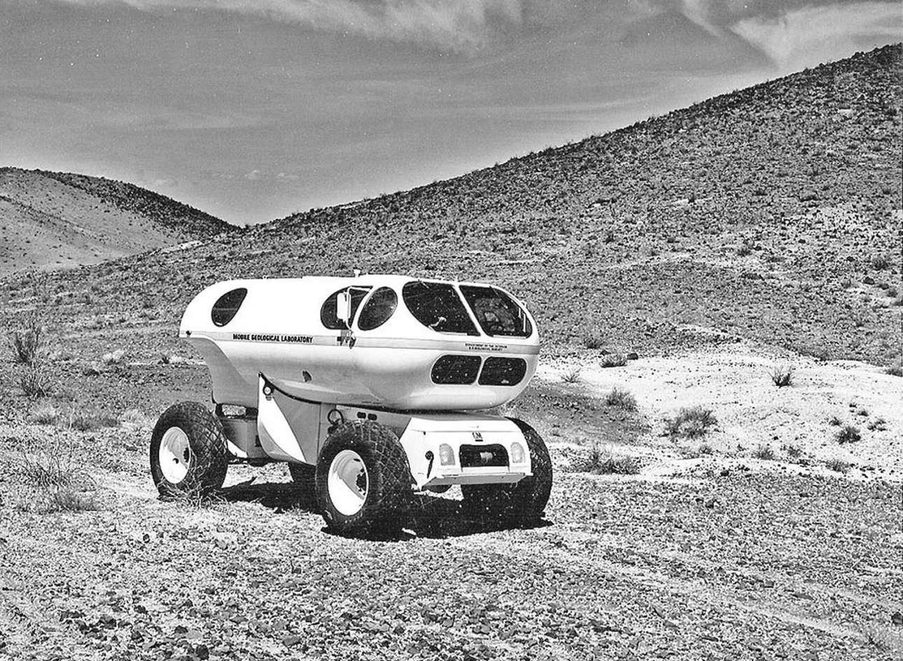 Δοκιμές ενός κινητού γεωλογικού εργαστηρίου, του Mobile Geological Laboratory (MOLAB), στην έρημο της Αριζόνα το 1966
