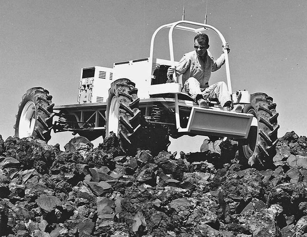 Δοκιμές του οχήματος Explorer τον Ιούνιο του 1967 στην περιοχή ηφαιστειακών πετρωμάτων Hank's Trading Post στην Αριζόνα