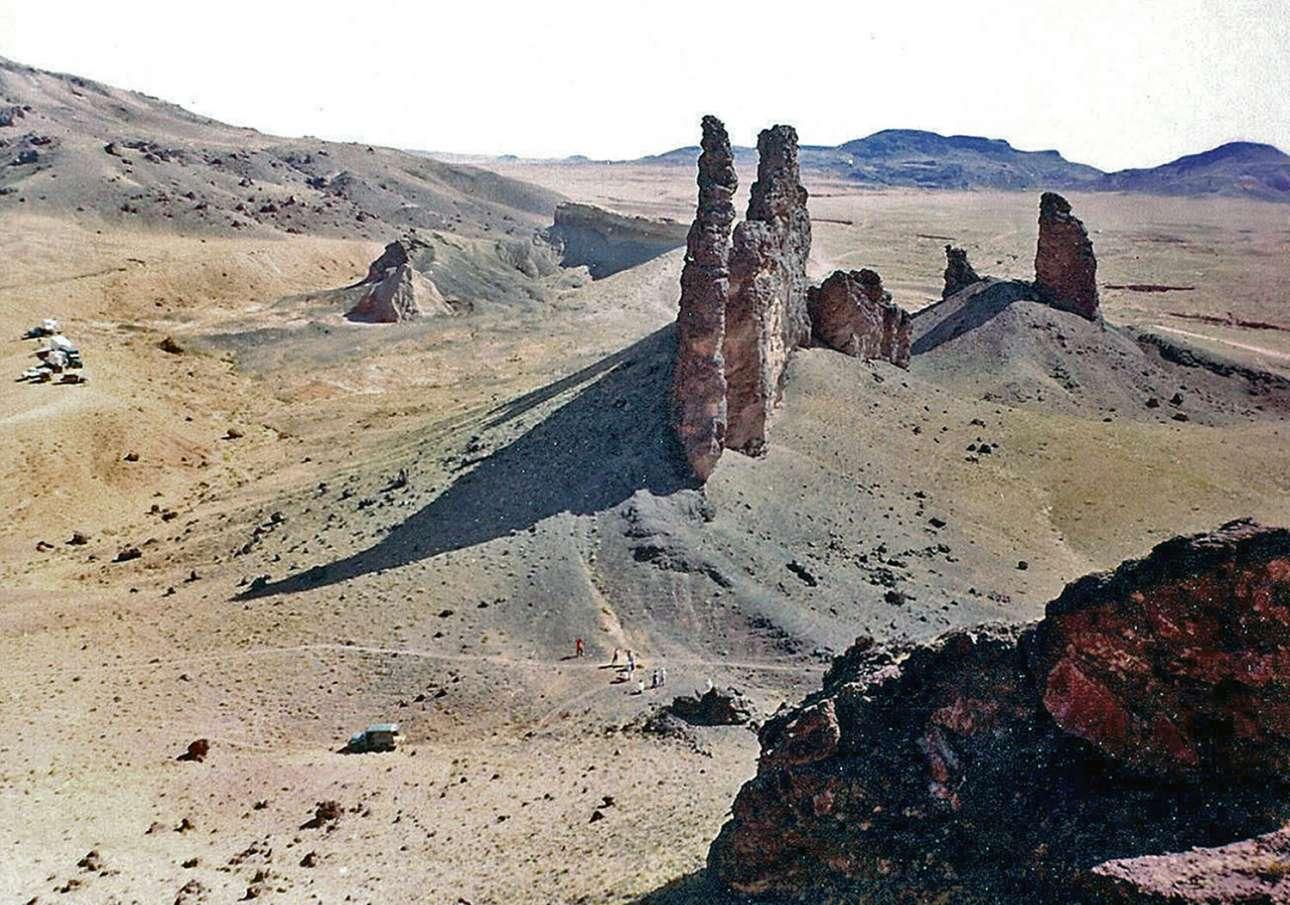Μια πανοραμική εικόνα της ηφαιστειακής περιοχής Hopi Buttes στην έρημο της Αριζόνα στην οποία έγιναν οι πρώτες δοκιμές των στολών των αστροναυτών. Η εικόνα τραβήχτηκε το 1966