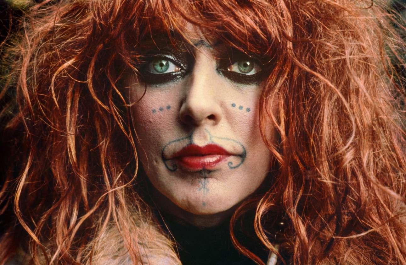 Η Βάλι Μάγιερς, γνωστή ως «Μάγισσα του Ποζιτάνο», φωτογραφημένη το 1972. Η Μάγιερς ήταν αυστραλή καλλιτέχνις και beatnik, η οποία έγινε το κύριο θέμα του φωτογραφικού λευκώματος «Αγάπη στην Αριστερή Οχθη» («Love on the Left Bank») του Βαν ντερ Ελσκεν