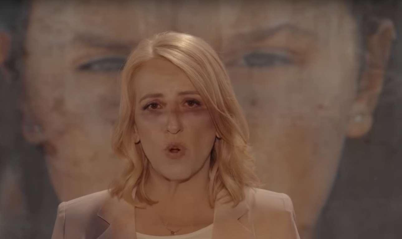 Μάιος 2019. Η Ρένα Δούρου στο προεκλογικό βίντεο που προκάλεσε την οργή, όχι μόνο των συγγενών των θυμάτων στο Μάτι, αλλά όλης της Ελλάδας. Μια εικόνα-σύμβολο του πολιτικού θράσους και όχι μόνο...