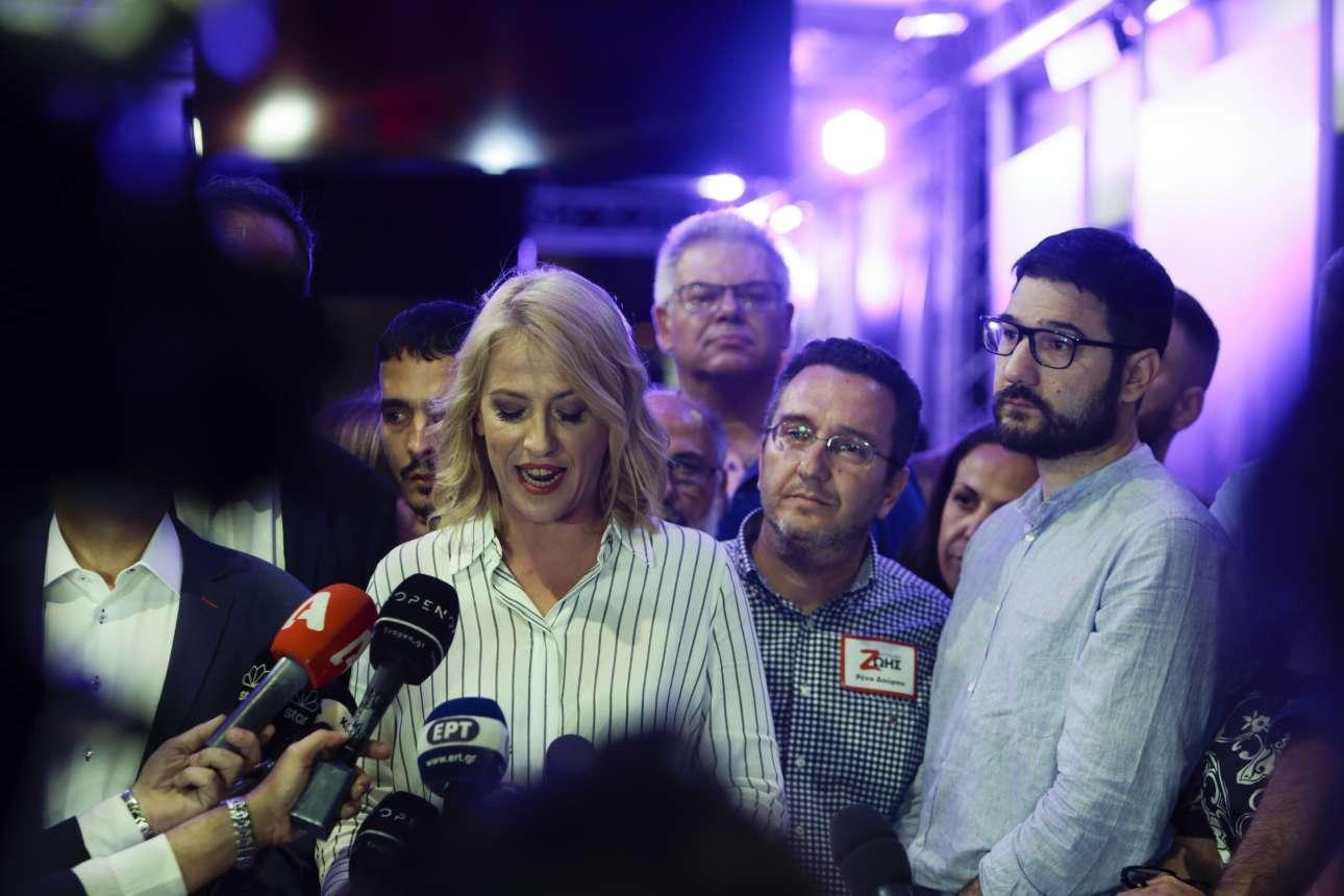 Ιούνιος 2019. Το τέλος. Η Ρένα Δούρου παραδέχεται την ήττα της και λέει ότι πήρε τηλέφωνο τον Γιώργο Πατούλη αλλά αυτός δεν το σήκωσε. Ο υποψήφιος του ΣΥΡΙΖΑ για την Αθήνα, Νάσος Ηλιόπουλος, ένα εντελώς διαφορετικό ύφος πολιτικής, παρακολουθεί -δεξιά- αμήχανος...