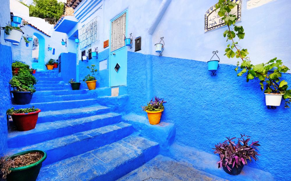 H Tσεφτσαούεν με τα πανέμορφα μπλε βαμμένα σπιτάκια και στενά έχει μπει για τα καλά στη λίστα με τους τόπους που πρέπει να δει κάποιος όταν επισκεφθεί το Μαρόκο