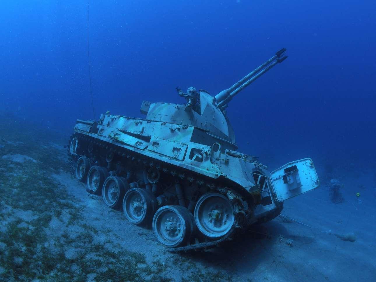 Υποβρύχιο πολεμικό μουσείο έφτιαξε η Ιορδανία στην Ακαμπα: σκληρές οι μνήμες των Αράβων από το 1967, αλλά ο τουρισμός είναι τουρισμός