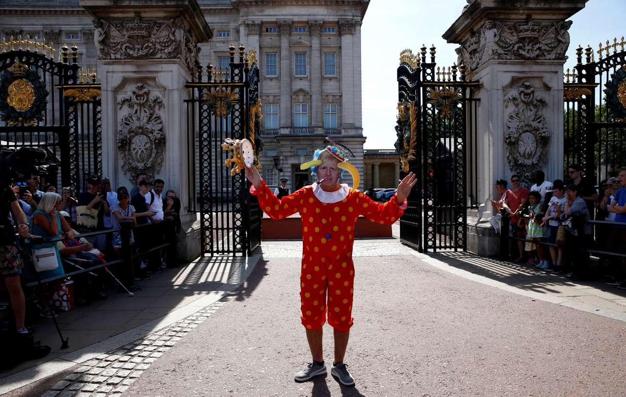Μπάκιγχαμ: όχι αυτός, ο άλλος Μπόρις Τζόνσον πέρασε μέσα και είδε τη βασίλισσα
