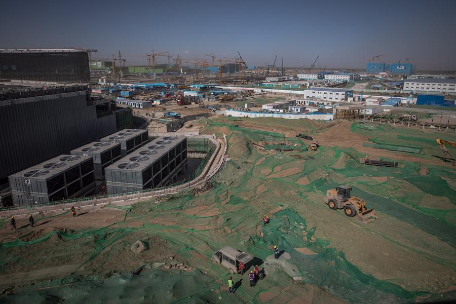Γενική όψη του χώρου όπου κατασκευάζεται το «Daxing». Οι Κινέζοι φιλοδοξούν να το αποπερατώσουν εντός του έτους και να το λειτουργήσουν άμεσα. Θα είναι το μεγαλύτερο του κόσμου