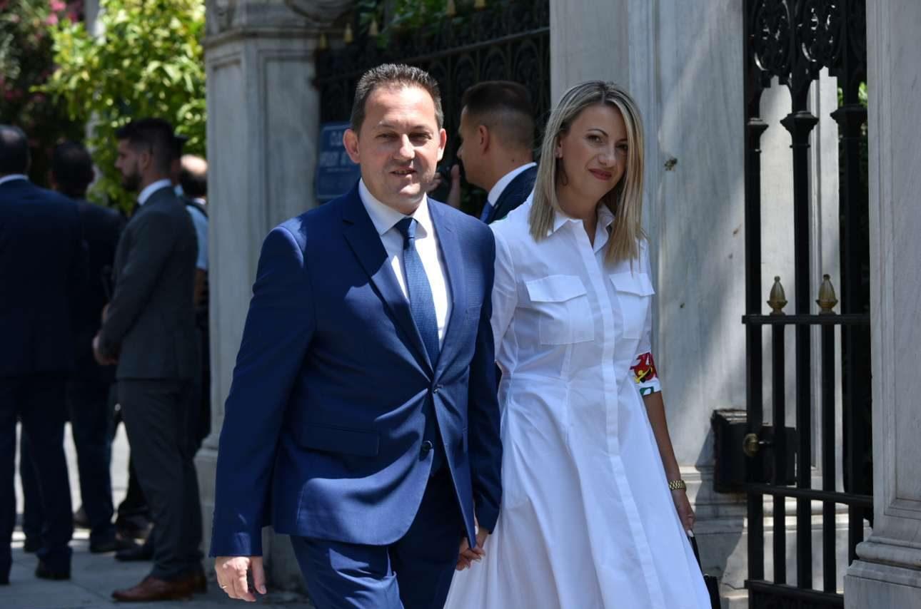 Ο νέος κυβερνητικός εκπρόσωπος Στέλιος Πέτσας καταφθάνει και αυτός στο Προεδρικό
