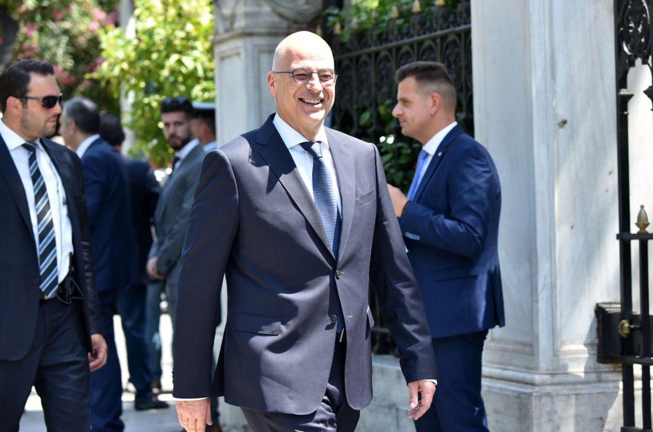 Ο νέος υπουργός Εξωτερικών Νίκος Δένδιας καταφθάνει στο Προεδρικό