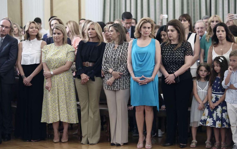 Σύζυγοι, σύντροφοι και παιδιά των μελών της κυβέρνησης παρακολουθούν την ορκωμοσία