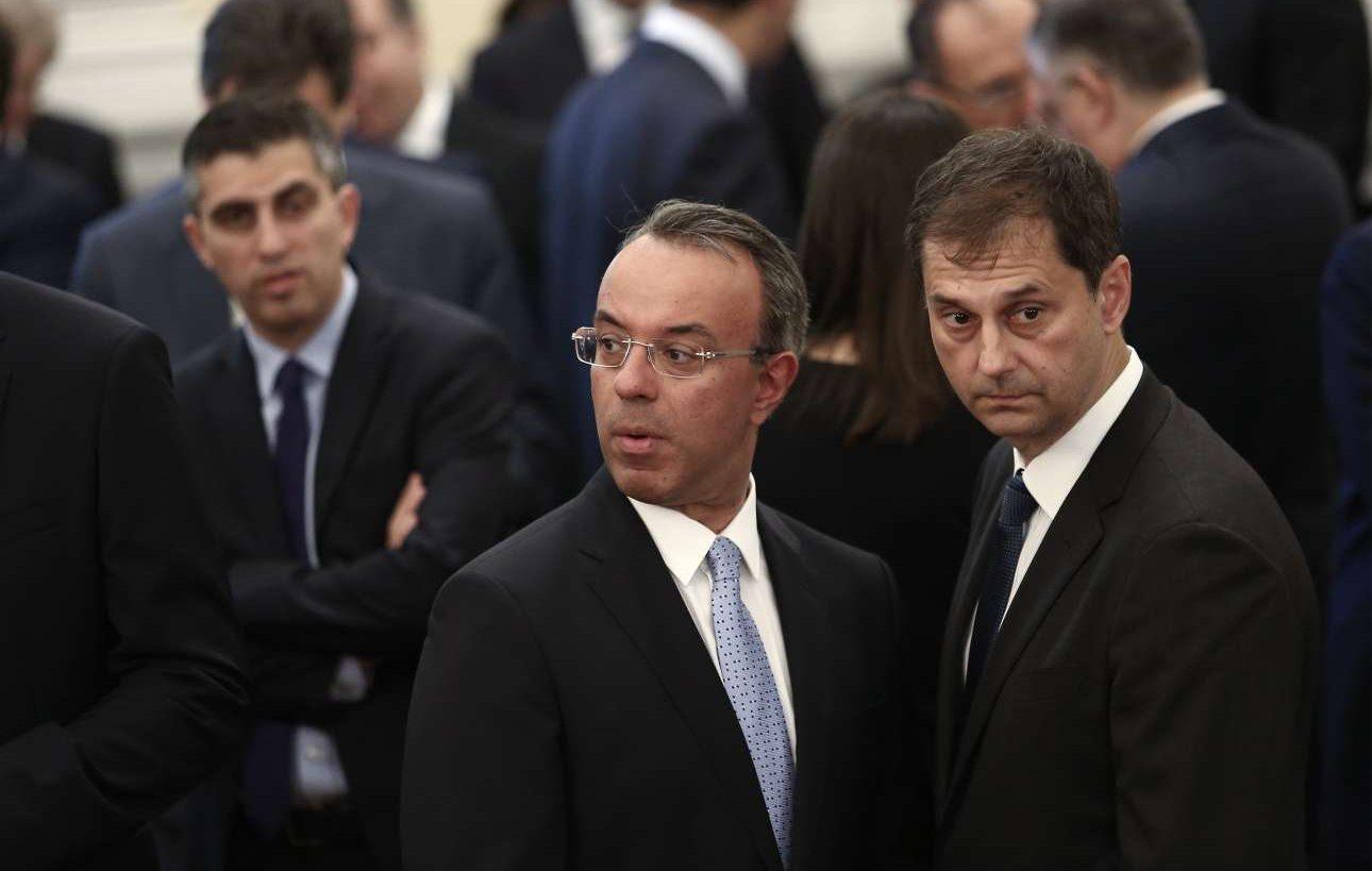 Ο υπουργός Οικονομικών Χρήστος Σταϊκούρας με τον υπουργό Τουρισμού Χάρη Θεοχάρη