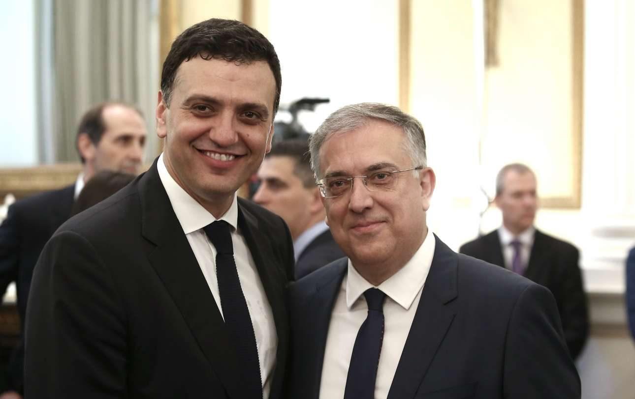 Ο υπουργός Υγείας Βασίλης Κικίλιας με τον υπουργό Εσωτερικών Τάκη Θεοδωρικάκο