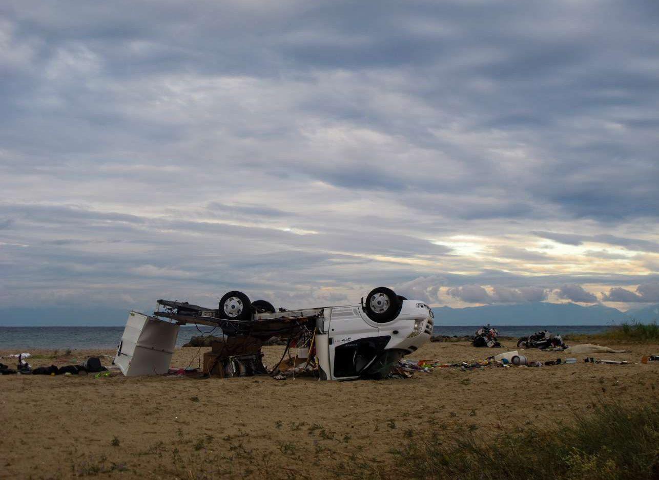 Το μοιραίο όχημα που πήρε ο αέρας με συνέπεια να σκοτωθεί ένα ζευγάρι τουριστών στη Σωζόπολη