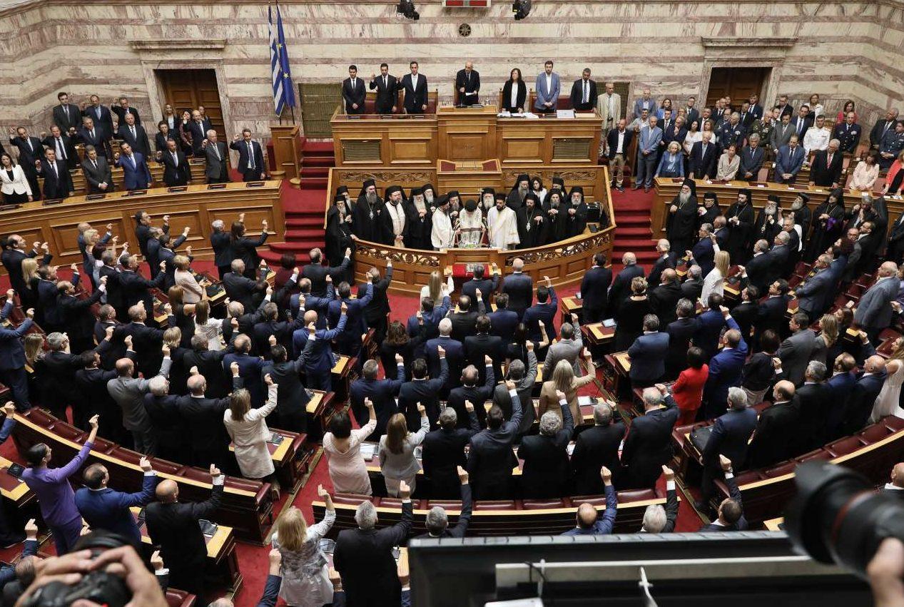 Οι 300 της νέας Βουλής ορκίζονται ενώπιον του Αρχιεπισκόπου Ιερώνυμου