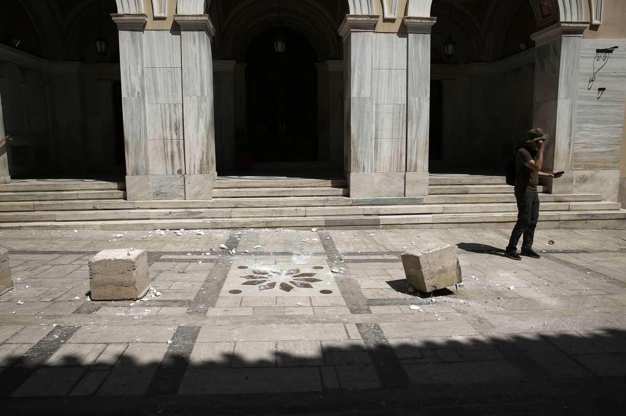 Κομμάτια μάρμαρο έπεσαν από την πρόσοψη εκκλησίας στο Μοναστηράκι χωρίς να υπάρξουν τραυματισμοί