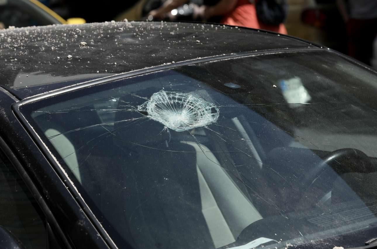 Υλικές ζημιές προκλήθηκαν και σε παρακείμενα αυτοκίνητα