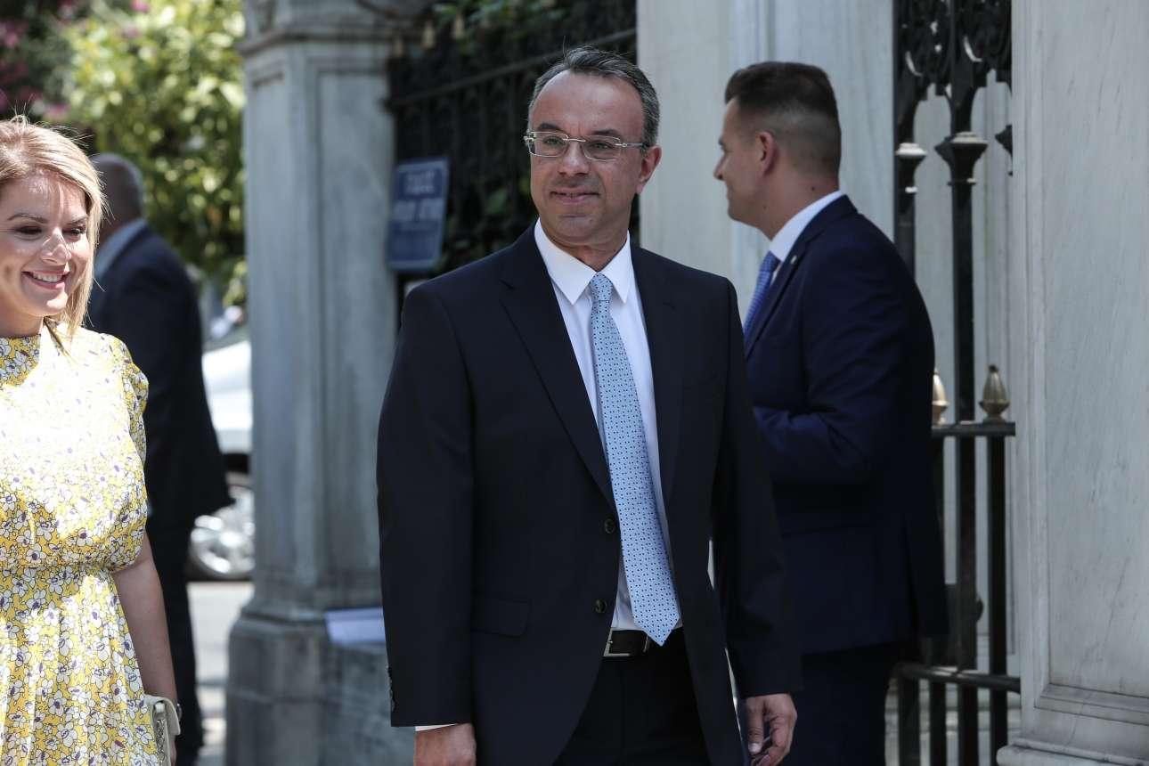 Ο νέος υπουργός Οικονομικών, Χρήστος Σταϊκούρας, καταφθάνει στο Προεδρικό. Αναλαμβάνει ίσως το πιο κρίσιμο χαρτοφυλάκιο αυτής της κυβέρνησης