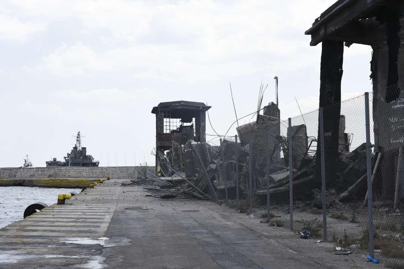 Από τον σεισμό κατέρρευσε τμήμα από τον παλιό ταινιόδρομο στο λιμάνι του Πειραιά