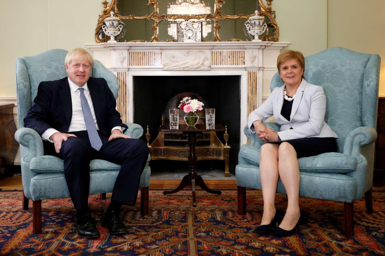 Δευτέρα, 29 Ιουλίου 2019. Ο Τζόνσον κατά τη συνάντησή του με την πρωθυπουργό της Σκωτίας Νίκολα Στέρτζεον, μια από τις φανατικότερες πολέμιους του Brexit