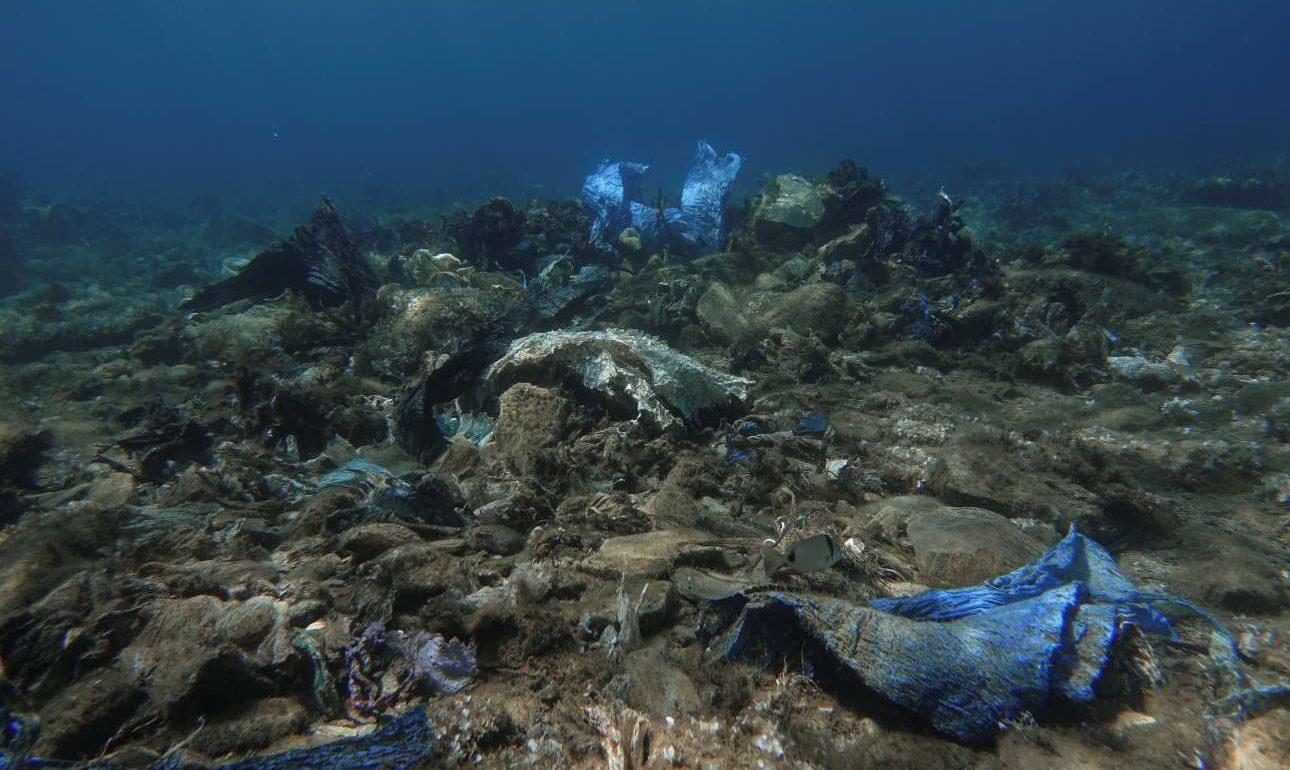 Με την καταιγίδα του 2011, κατέρρευσε η πλαγιά της χωματερής και μεγάλες ποσότητες σκουπιδιών παραμένουν θαμμένα στο σημείο. Οι δύτες εκτιμούν ότι χρειάζεται πλωτός γερανός για να καθαρίσει ο βυθός