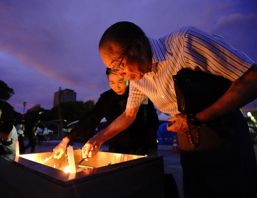 Δεν είναι μόνο τα άμεσα θύματα της έκρηξης που τιμούν οι Ιάπωνες, αλλά και οι δεκάδες χιλιάδες που πέθαναν από τις επιπτώσεις της