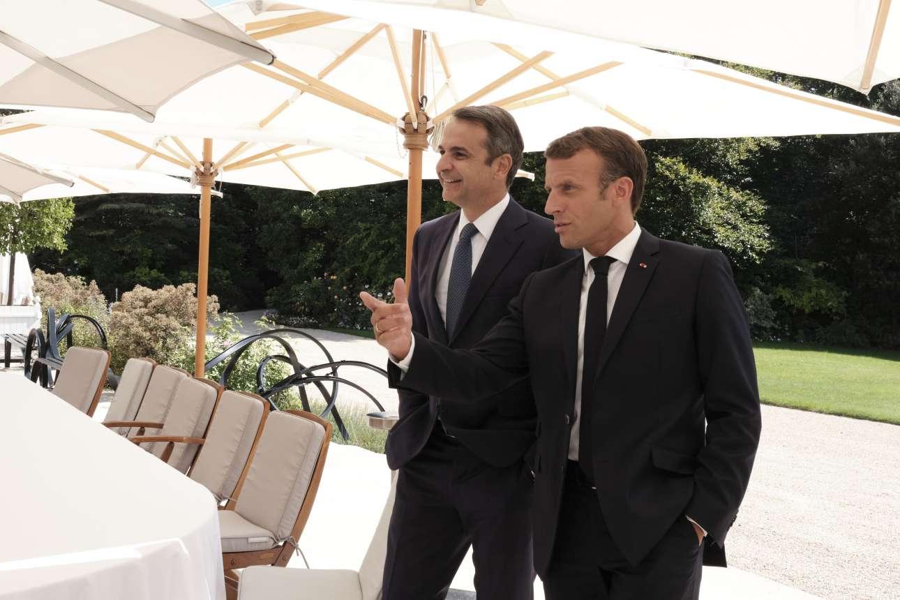Οι δύο ηγέτες στους κήπους του Ελιζέ, λίγο πριν τη συζήτηση των κλιμακίων