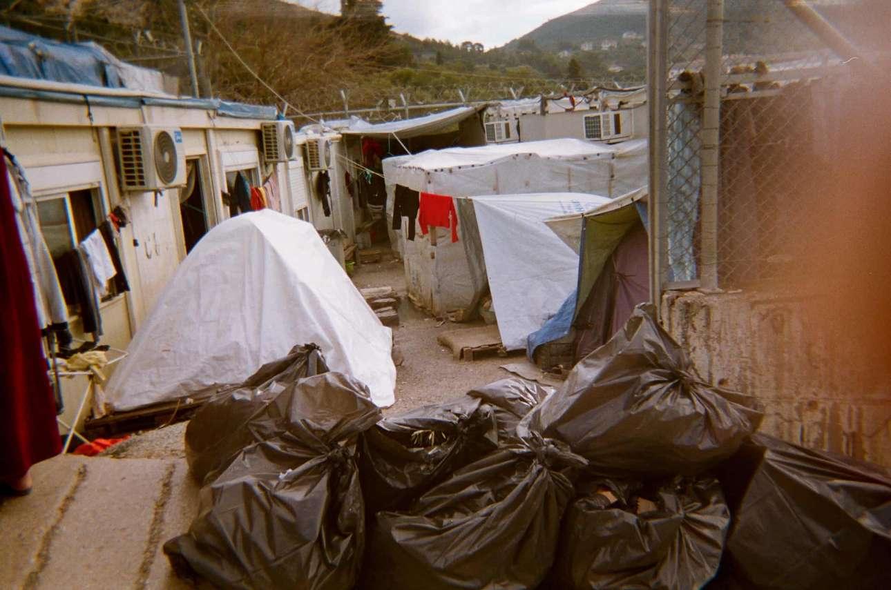 «Τα σκουπίδια είναι ένα από τα πιο σημαντικά προβλήματα του καταυλισμού» , Ομίντ, 15 ετών