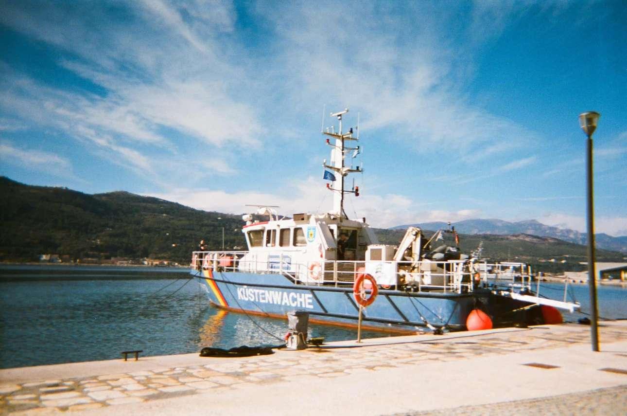 «Αυτό το σκάφος ήταν το ίδιο που με έφερε μαζί με την οικογένειά μου στη θάλασσα ανάμεσα στην Τουρκία και την Ελλάδα. Ήταν τρεις η ώρα το πρωί», Σαμανέχ, 16 ετών