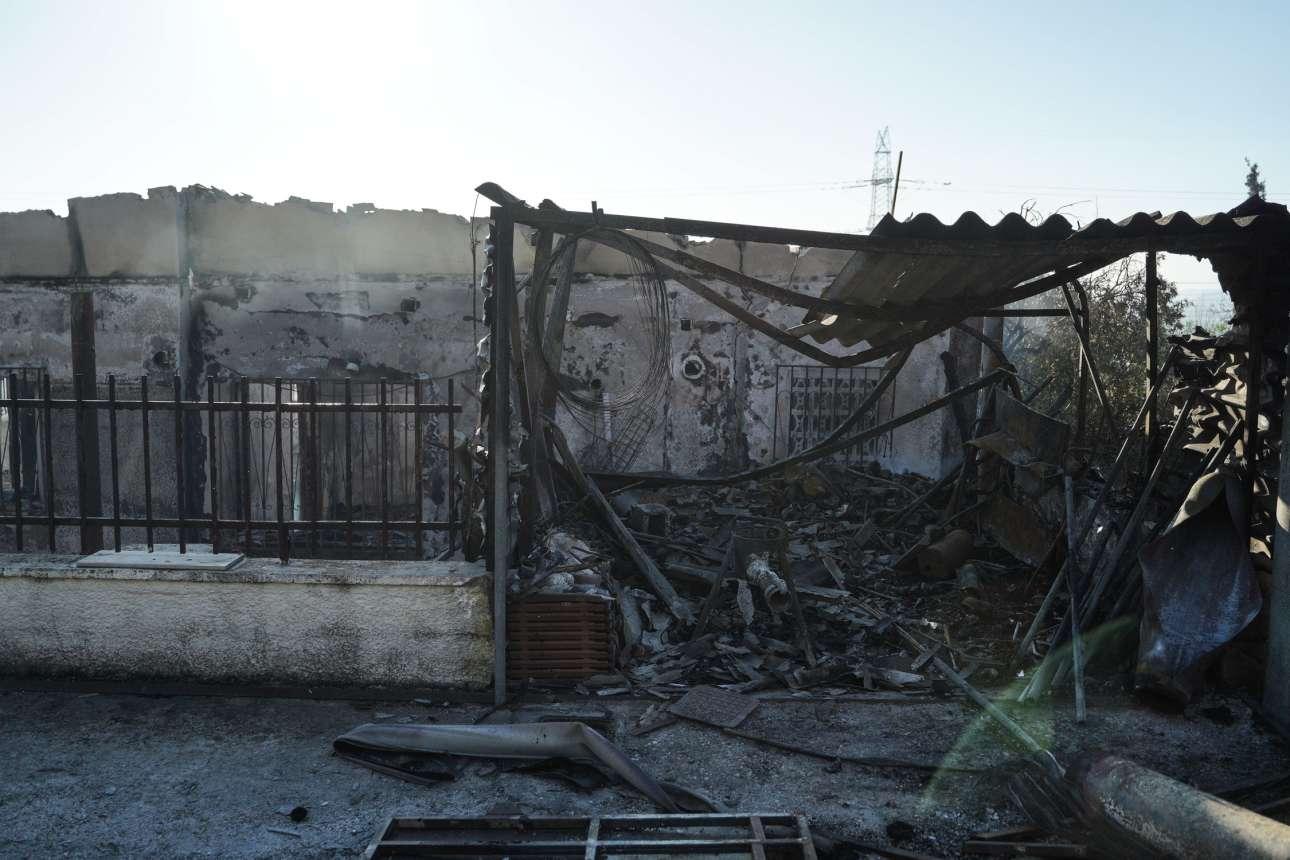 O,τι απέμεινε από ένα σπίτι που κάηκε από την πυρκαγιά