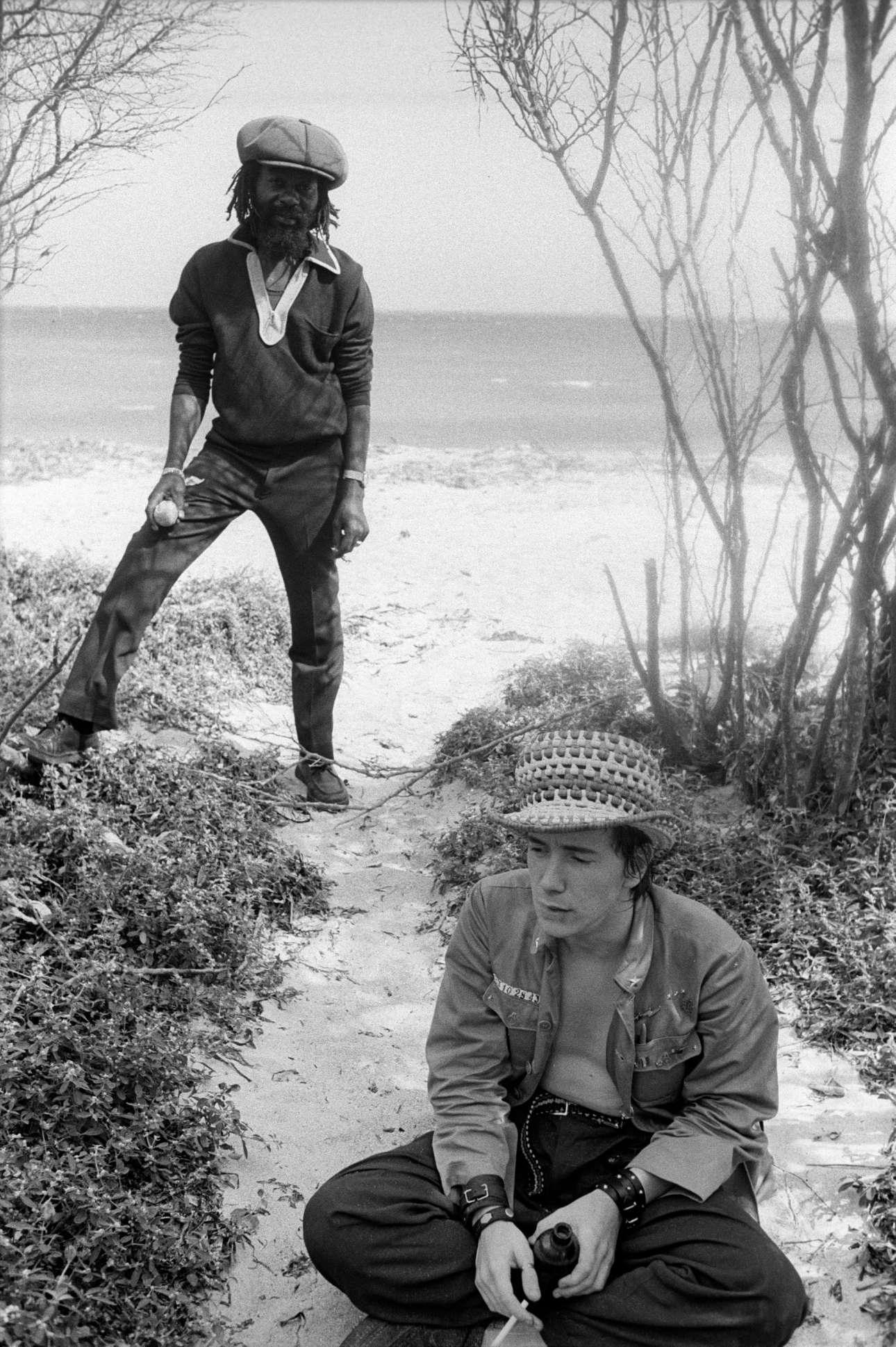 Η ηγετική μορφή των Sex Pistols Τζον Λίντον και ο πρωτοπόρος μουσικός U-Roy, στην Τζαμάικα το 1978