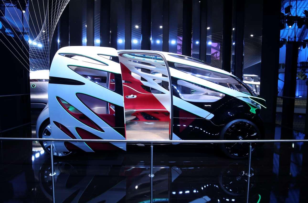Πώς θα είναι στο μέλλον το φορτηγάκι; Την απάντηση δίνει η Mercedes με ακόμη ένα concept αυτοκίνητο με χώρο για 12 άτομα