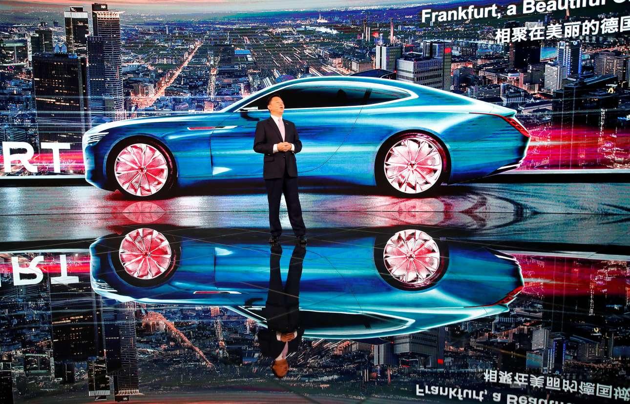 Ο διευθύνων σύμβουλος της κινεζικής «Great Wall Motors Wey» Γουέι Ζιανζούν μιλάει για το μέλλον της αυτοκίνησης και τα μοντέλα της εταιρείας του